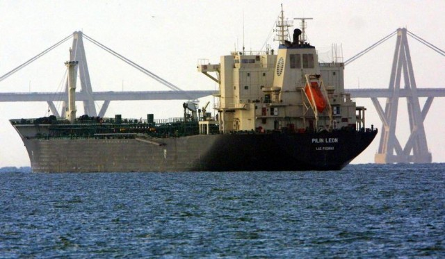 Πιέσεις στις αγορές πετρελαίου καθώς καταρρέει η παραγωγή της Βενεζουέλας