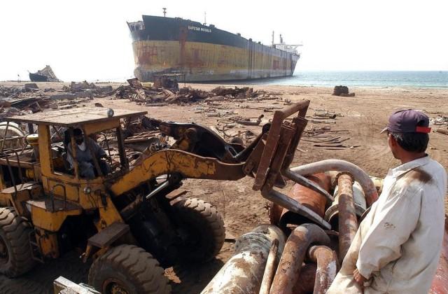 Η ανακύκλωση πλοίων στη Νότια Ασία στο μάτι των ΜΚΟ