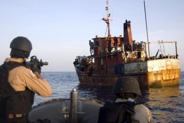 Απόπειρα πειρατείας σε πλοίο ανοικτά της Σομαλίας