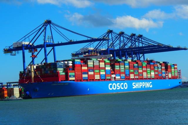 Στο λιμάνι του Πειραιά το mega containership «Cosco Shipping Taurus»