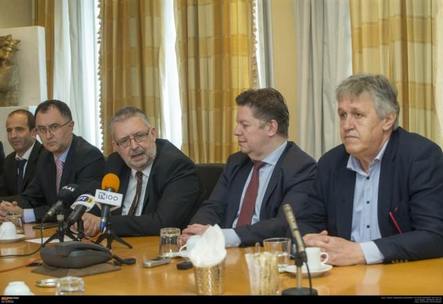 Από αριστερά: Ο νέος Γενικός Επιχειρησιακός Διευθυντής της εταιρείας και Διευθυντής του Σταθμού Εμπορευματοκιβωτίων, κ. Marc Riondel, ο νέος αναπληρωτής Διευθύνων Σύμβουλος της ΟΛΘ ΑΕ, κ. Rui Pinto, ο νέος Πρόεδρος του ΔΣ και Διευθύνων Σύμβουλος της ΟΛΘ ΑΕ, κ. Σωτήριος Θεοφάνης, ο αναπληρωτής Πρόεδρος του ΔΣ της ΟΛΘ ΑΕ, κ. Boris Wenzel  και ο πρώην πρόεδρος του ΔΣ της ΟΛΘ ΑΕ κ. Κωνσταντίνος Μέλλιος