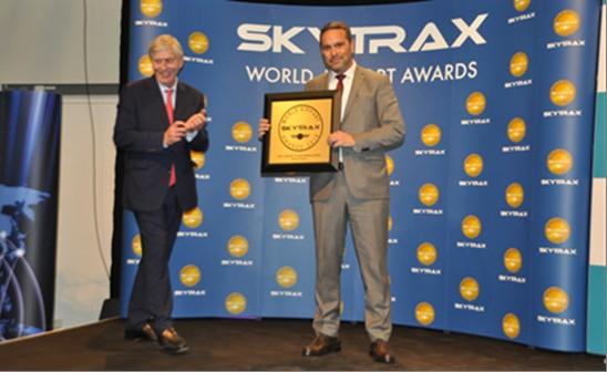 ο βραβείο εκ μέρους του Διεθνούς Αερολιμένα Αθηνών, παρέλαβε ο Διευθυντής Υπηρεσιών Αεροσταθμού, κ. Γιώργος Ζερβούδης