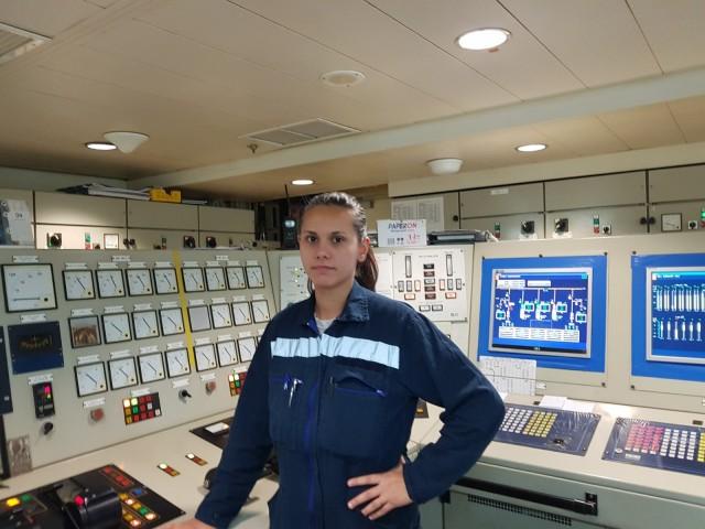 Η Α' μηχανικός που χαράσσει νέα ρότα για τις γυναίκες στο μηχανοστάσιο