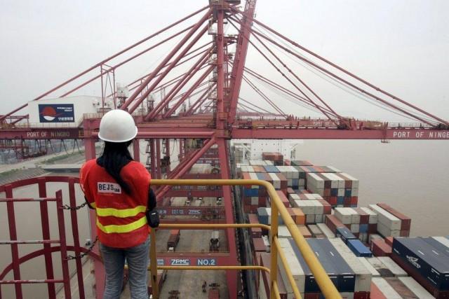Σε συρρίκνωση το εμπορικό πλεόνασμα της Κίνας