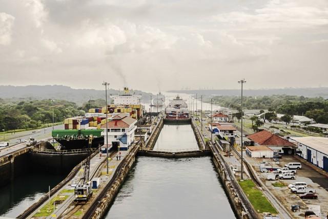 Πόσα πλοία διασχίζουν τη διώρυγα του Παναμά;
