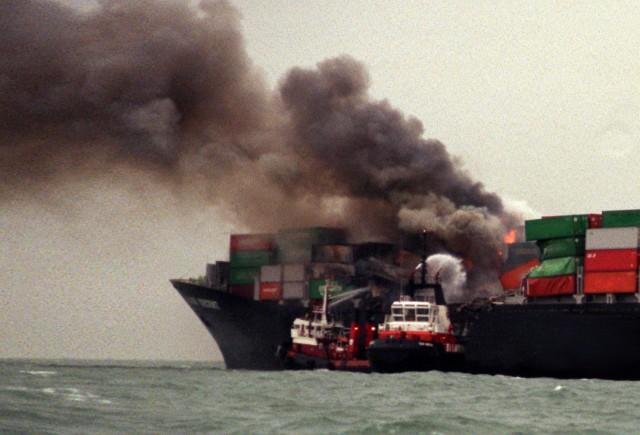 Πυρκαγιά ξέσπασε σε containership στον Κόλπο της Βεγγάλης