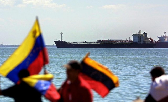 Πρωτοφανές: Η Βενεζουέλα στρέφεται προς τις εισαγωγές αργού πετρελαίου