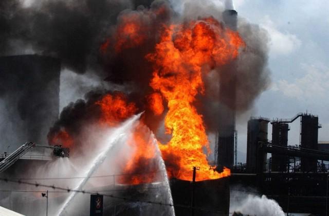 Σε εξέλιξη πυρκαγιά σε bulk carrier