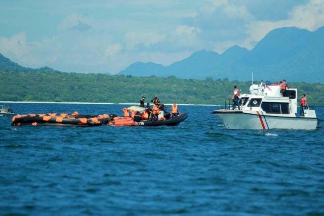 Ανατροπή επιβατηγού στην Ινδονησία με δεκάδες επιβαίνοντες