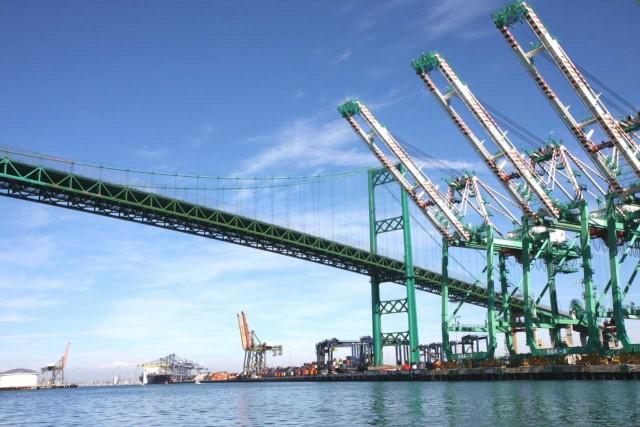 Το λιμάνι του Λος Άντζελες πλήττεται από τον παγκόσμιο εμπορικό πόλεμο