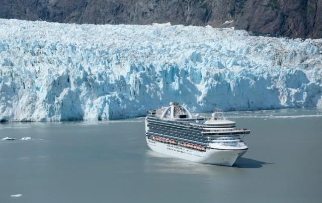 Επιτακτική ανάγκη να προστατευθεί ο Αρκτικός Ωκεανός από τα βαριά καύσιμα που καίνε τα πλοία