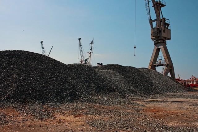 Ινδία: Σημαντικές επενδύσεις «εκτοξεύουν» την παραγωγή άνθρακα