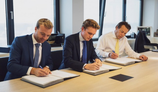 (Α-Δ): Daan Geldermans (co-founder of Skoon Energy), Peter Paul van Voorst (founder of Skoon Energy), Arnout Damen (CCO Damen)