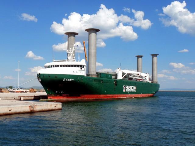 Ένα πλοίο- θαύμα της τεχνολογίας στα ελληνικά ύδατα
