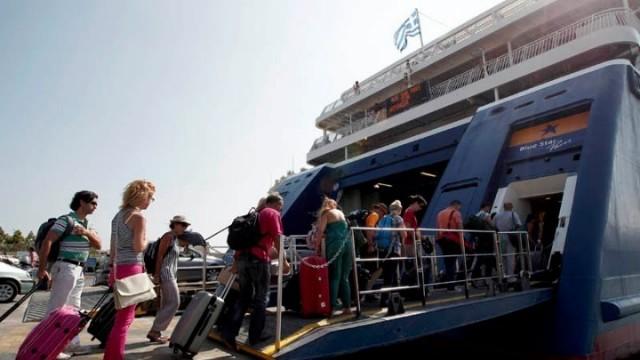 Αυξημένη κίνηση επιβατών από τους λιμένες Πειραια, Ραφήνας και Λαυρίου