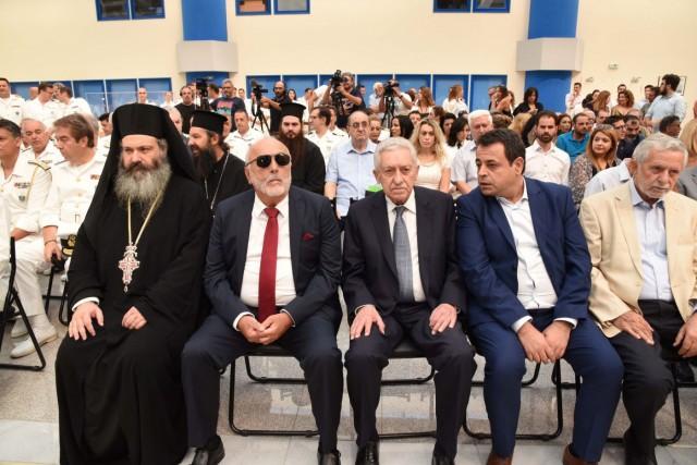 Ο Αρχιμανδρίτης π. Νήφωνας Καπογιάννης, ο απερχόμενος υπουργός Π. Κουρουμπλής, ο νέος υπουργός Φ. Κουβέλης, ο αναπληρωτής υπουργός Ν. Σαντορινιός και ο πρώην υπουργός ΥΝΑΝΠ Θ. Δρίτσας