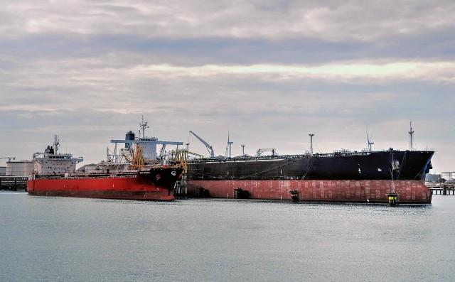 Εγκλωβισμένη παραμένει η αγορά των δεξαμενόπλοιων