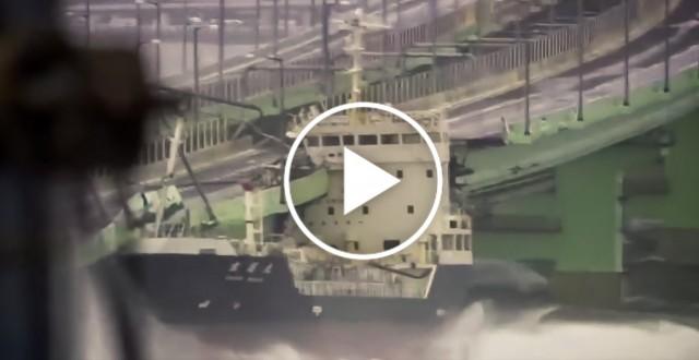 Δεξαμενόπλοιο προσέκρουσε σε γέφυρα στην Ιαπωνία