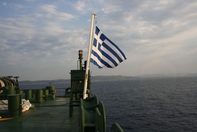 Σε τρία πλοία της ποντοπόρου ναυτιλίας υψώνεται η ελληνική σημαία