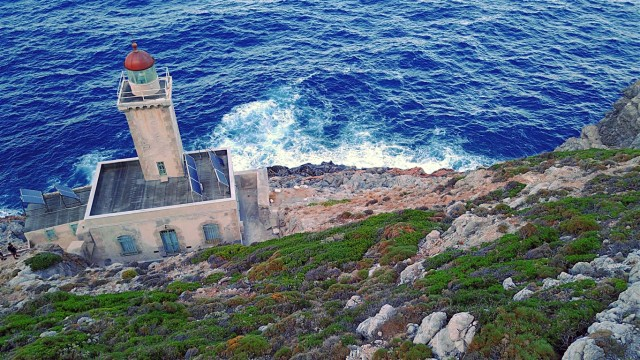 Βρίσκεται στο νοτιότερο άκρο της Πελοποννήσου. Κατασκευάστηκε το 1883 με ύψος 15 μέτρα. Στις μέρες μας είναι γνωστός κι ως κάβο-Μαλιάς ή Ξυλοχάφτης λόγω των πολλών πλοίων που βυθίστηκαν πλησίον του. Πηγή: Μανώλης Κυριακόπουλος
