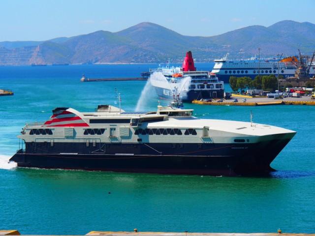 Στο λιμάνι του Πειραιά ένα από τα γρηγορότερα ταχύπλοα στον κόσμο