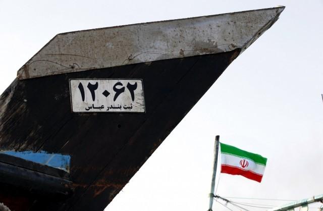 Σε πλωτή αποθήκευση του πετρελαίου του ωθείται το Ιράν