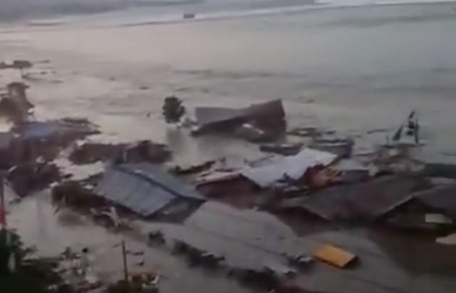 Ινδονησία: 384 οι νεκροί από τον ισχυρό σεισμό και το τσουνάμι