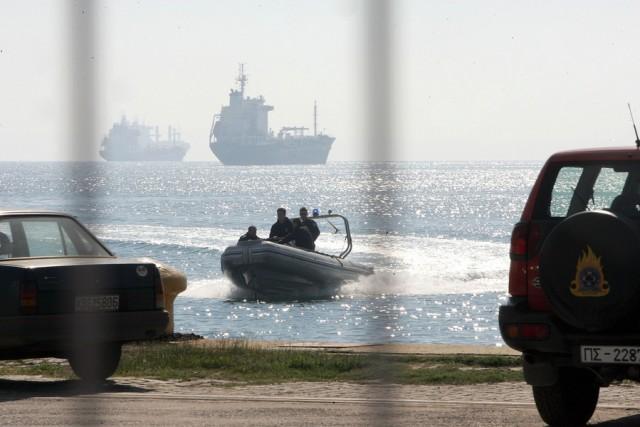 Σύγκρουση στον Πειραιά δεξαμενόπλοιου με φορτηγό πλοίο