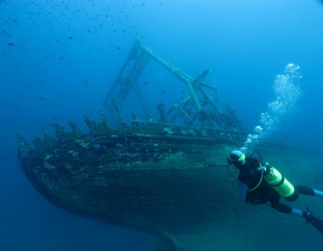 Στην επιφάνεια της θάλασσας ναυάγιο του 18ου αιώνα