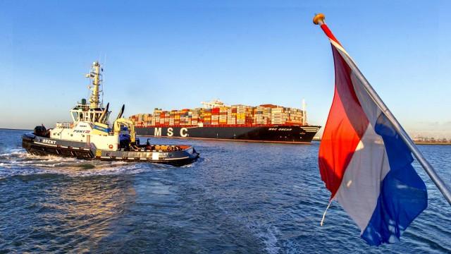 Σε τι επίπεδα κυμαίνεται η διακίνηση φορτίων από το λιμάνι του Ρότερνταμ;