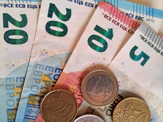 Απώλειες 0,5% κατέγραψε το ευρώ