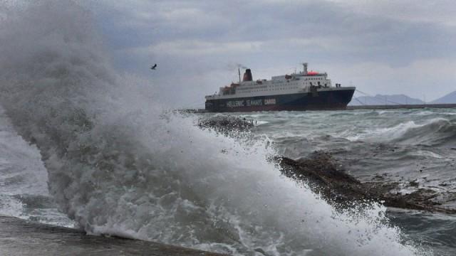 Οι ισχυροί άνεμοι αναστατώνουν τις ακτοπλοϊκές μεταφορές