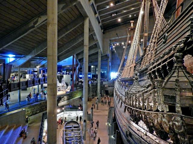 Το ναυτικό μουσείο Vasa στην Στοκχόλμη. Στην εικόνα διακρίνεται το ομώνυμο πολεμικό πλοίο, που το παρθενικό του ταξίδι πραγματοποιήθηκε το 1628.