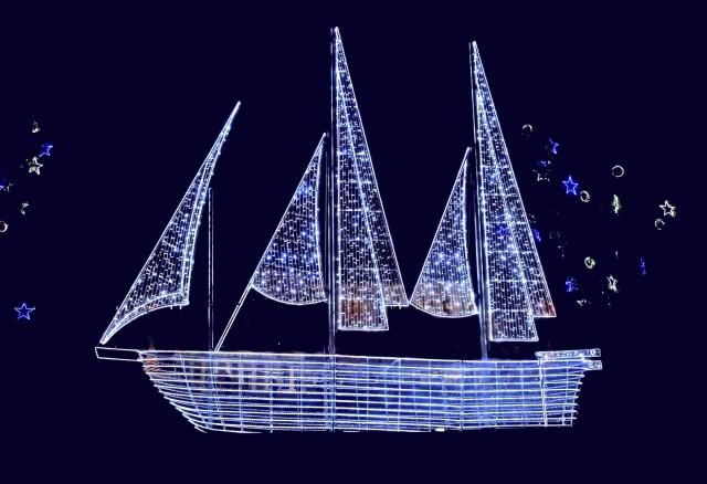 Καλά Χριστούγεννα με το καραβάκι της παράδοσής μας