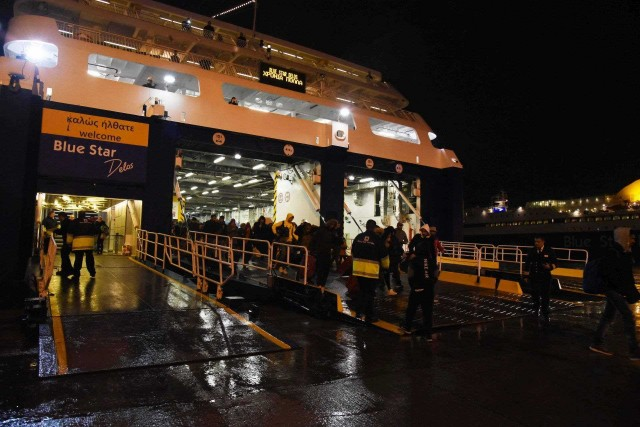 2019: το πρώτο ελληνικό πλοίο στο λιμάνι του Πειραιά