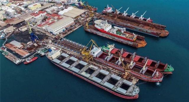 Νεώριο Σύρου: υποδέχεται το μεγαλύτερο πλοίο στην ιστορία του