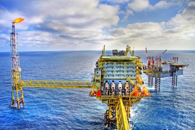 Συνεχίζεται η υπερπροσφορά στην παγκόσμια πετρελαϊκή αγορά