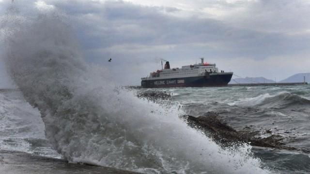 Η «Ωκεανίς» κρατά δεμένα τα πλοία στα λιμάνια
