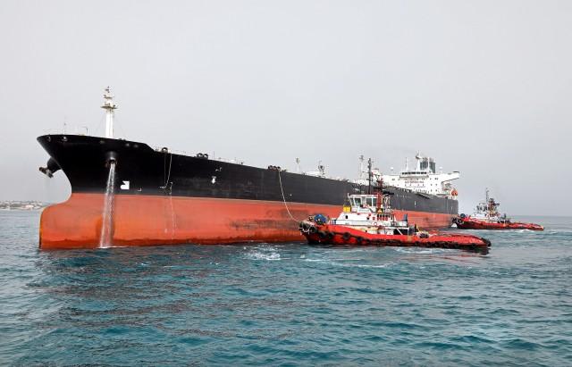 Ακυβέρνητο δεξαμενόπλοιο στη Μακρόνησο