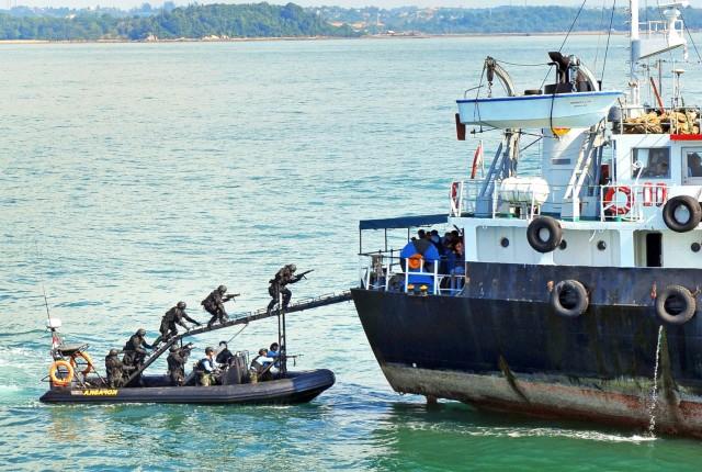 Σε κατάσταση ομηρίας πέντε ναυτικοί στη Νιγηρία
