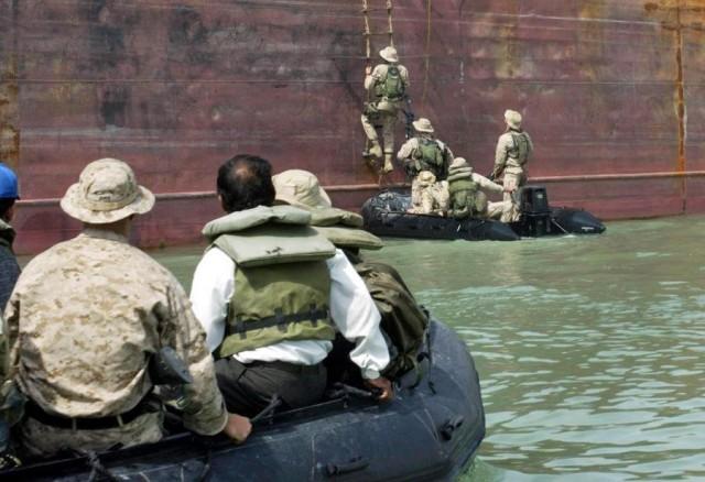 Υπό την απειλή ληστών εμπορικό πλοίο στον Κόλπο της Γουινέας