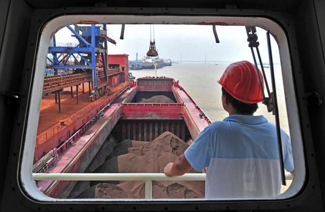 «Φρένο» στις εισαγωγές σιδηρομεταλλεύματος στην Κίνα