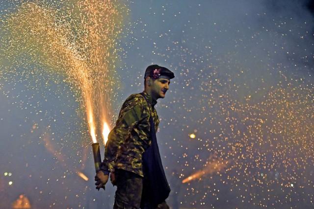 Το έθιμο του σαϊτοπόλεμου στην Καλαμάτα