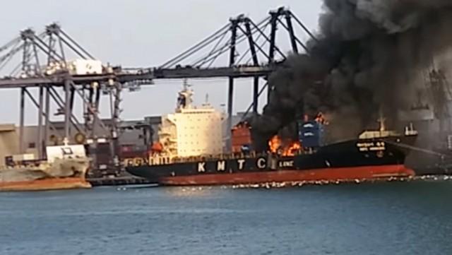 Φωτιά ξέσπασε σε containership στην Ταϊλάνδη