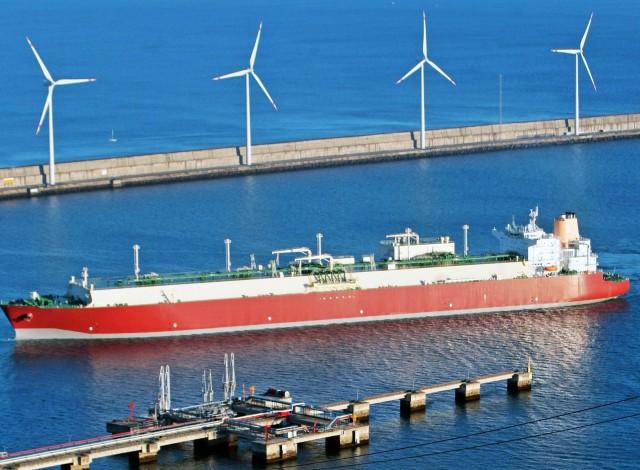 Η Total «φλερτάρει» με το αμερικανικό LNG