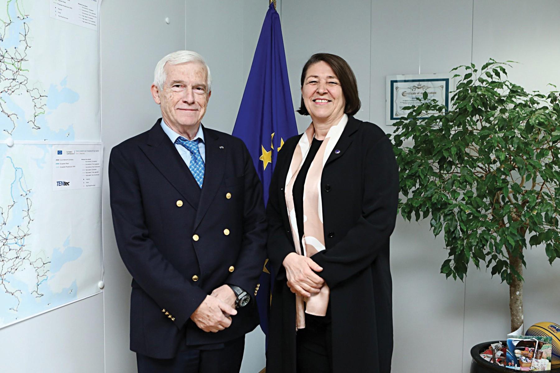 Ο κ. Πάνος Λασκαρίδης με την Ευρωπαία επίτροπο Μεταφορών Violeta Bulk./Φωτό: Violeta Bulk/Twitter