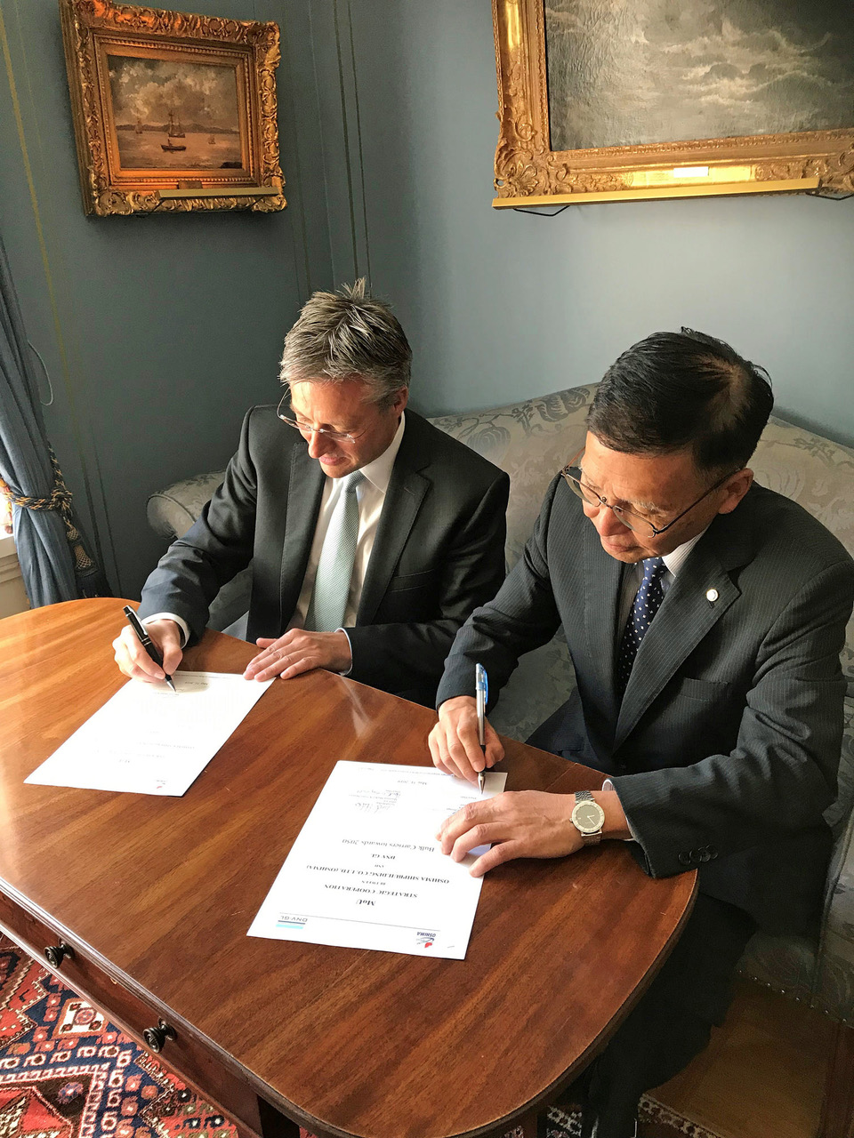 (Α-Δ): Ο κ. Trond Hodne, Director of Sales & Marketing at DNV GL και ο κ. Eiichi Hiraga, President of Oshima Shipbuilding.