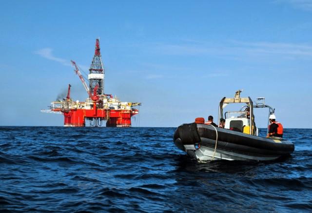 Μόσχα και Ριάντ υπέρ μειωμένης παραγωγής πετρελαίου