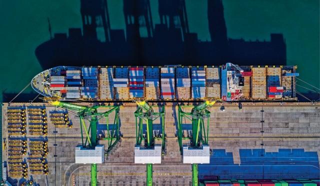Νέα containerships κατανάλωσης καυσίμου LNG