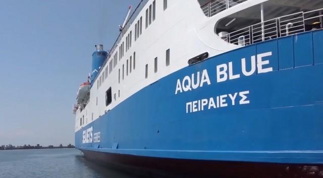 Το Aqua Blue προσέκρουσε στην προβλήτα της Άνδρου